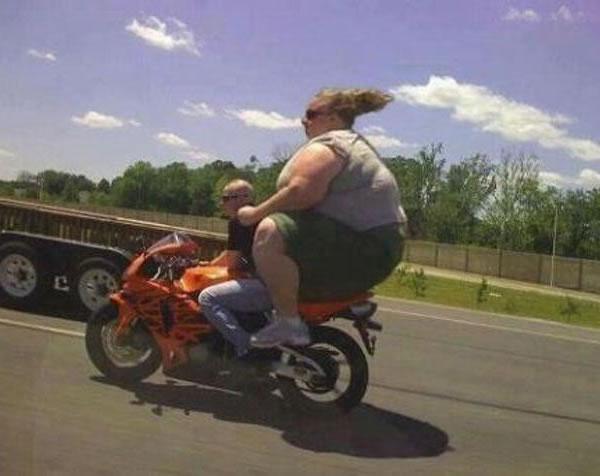Immagine Divertente Motociclista: Motociclista Grassa